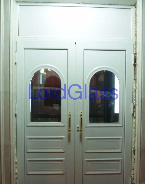 Установлены двери из алюминиевого профиля ALUMINCO